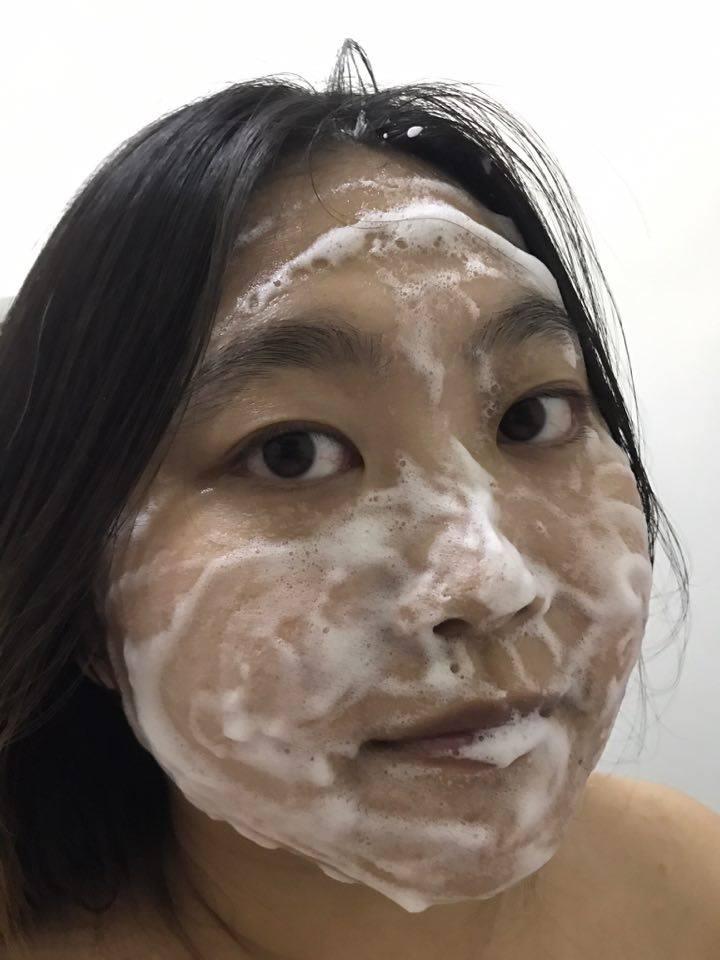 Bifesta碧菲絲特抗暗沉碳酸泡洗面乳 舒適的泡沫清潔,還我清透肌膚~日常清潔可用,防水不行。 保養品分享 健康養身 彩妝品分享 民生資訊分享