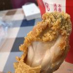 台中胖老爹炸雞/三民店-酥香外皮、柔嫩內裏,一口要咬下,肉汁蹦溢的美味炸雞!一人吃一桶超滿足~