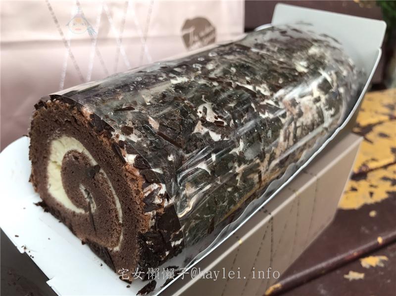 禮坊RIVON 白雪森林蛋糕捲 口感樸實的巧克力蛋糕捲 順口的香氣令人一口接一口 經典恆久遠的美味 宅配食記 攝影 民生資訊分享 飲食集錦