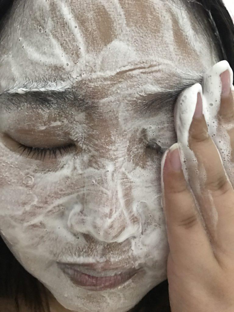 skincare/cleanser/facial/Neutrogena/露得清深層淨化氣墊泡泡保濕潔顏乳 非常容易搓出細緻豐盈的泡泡,溫和洗淨肌膚,臉部潔顏新寵~ 保養品分享 健康養身 民生資訊分享