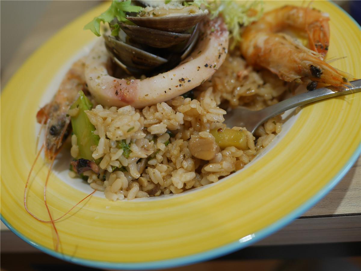 台中北區/輕食早午餐/双黄Envy Day-餐點有一定水準的寵物友善餐廳,不限時的環境用餐更輕鬆自在,附插座、wifi 中式料理 健康養身 攝影 美式料理 飲食集錦