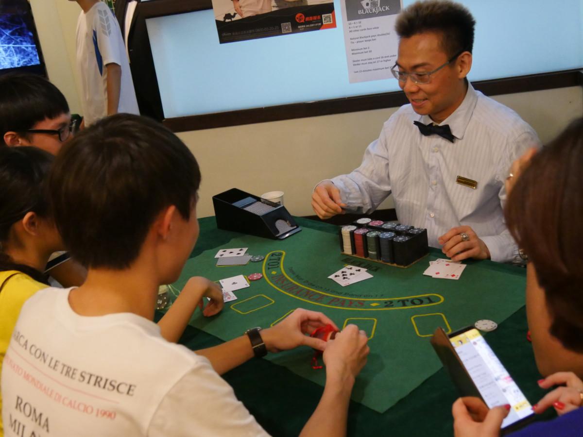台中北區/互動式學習/英語交流活動-上課是什麼?一起來玩瘋狂桌遊,讓歌倫比亞美語顧問跟你一起嗨翻全場! 民生資訊分享 紓發緒感 論學
