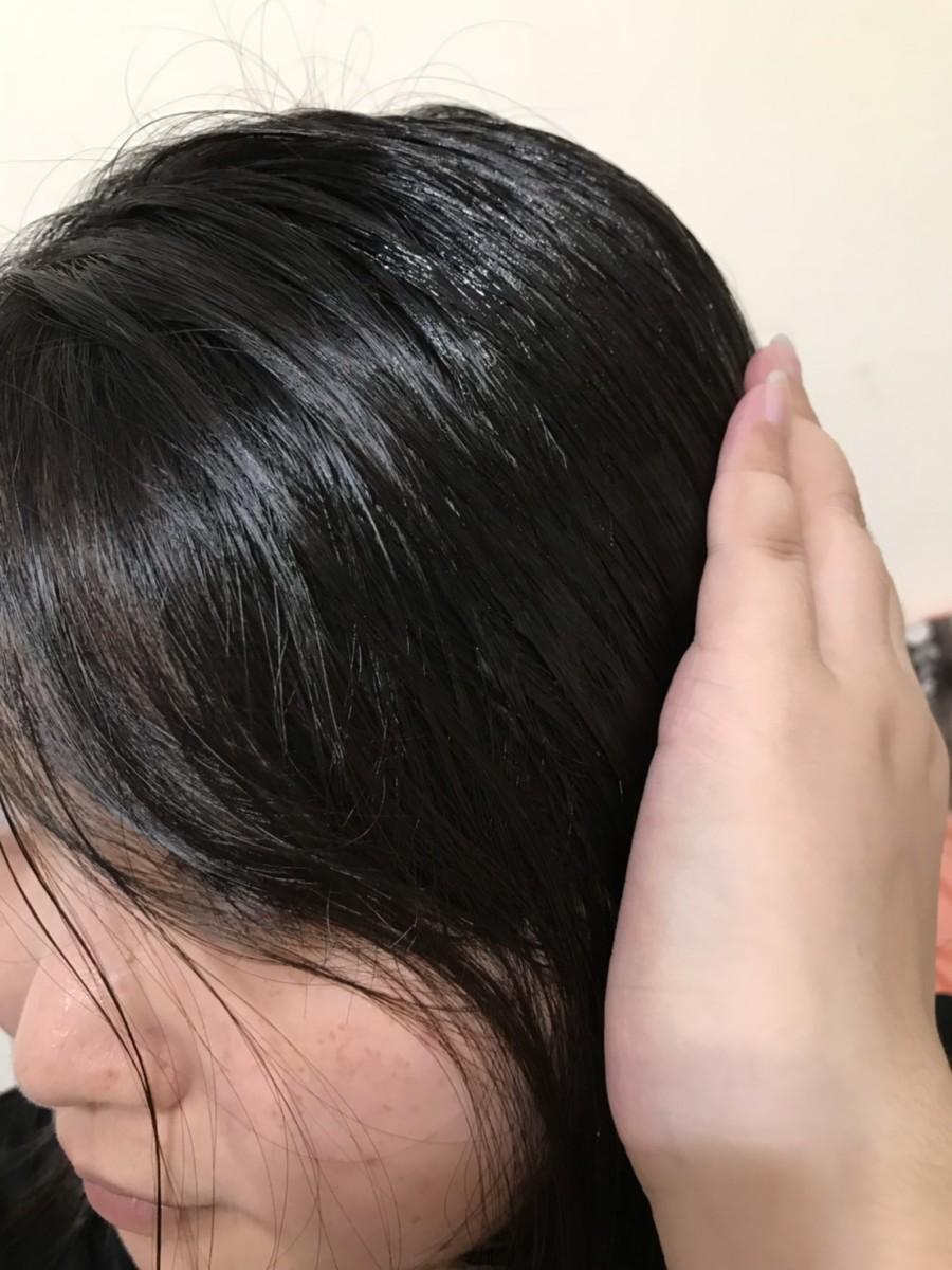 la sana 潤紗娜海藻精萃護髮露-免沖洗護髮精華,日本10年連続No.1的10秒護髮神器,日本小桃瓶! 保養品分享 彩妝品 彩妝品分享 攝影 民生資訊分享 美髮相關