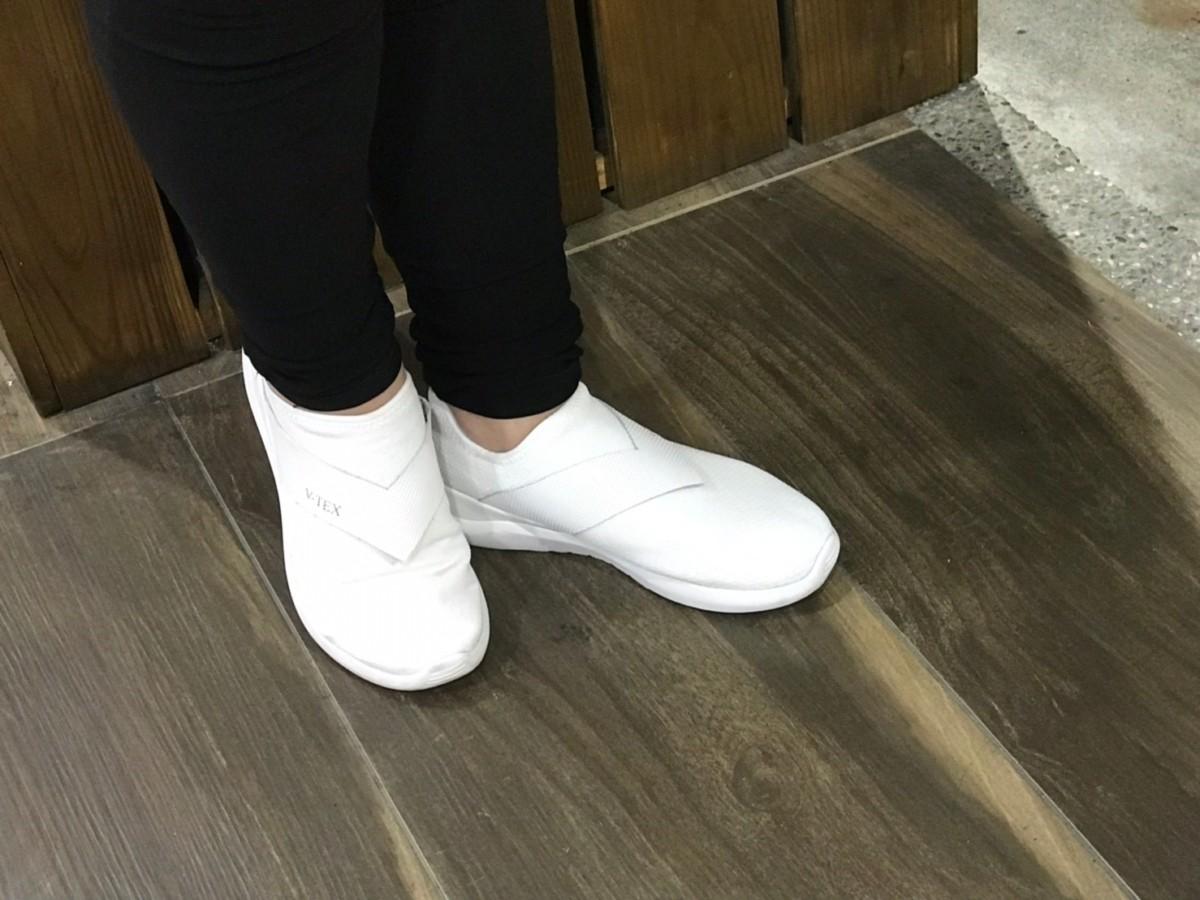 V-TEX Waterproof 地表最強耐水鞋-真正100%耐水技術,從現在開始,穿上秘紳白,感受一下什麼是好搭、好走又不怕髒的好鞋吧~  健康養身 攝影 民生資訊分享 穿搭分享
