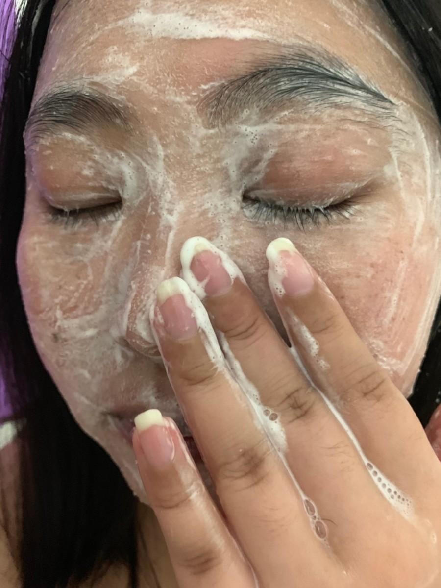 台塩生技蓓舒美-海鹽去角質洗面乳先敷後按摩,洗後不乾澀;茉莉花香的海藻潤澤皂,洗後還肌膚舒爽的潔淨感受! 保養品分享 健康養身 彩妝品 攝影 民生資訊分享