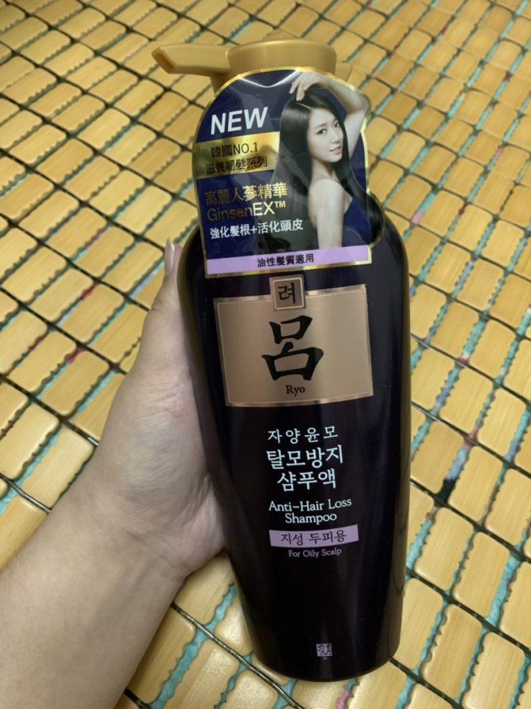 Ryo呂滋養韌髮洗髮精-油性髮質適用(紫)-人蔘味聞起來很舒服,細軟易塌油頭必試,洗後柔滑輕盈,頭皮很舒服 保養品分享 健康養身 攝影 民生資訊分享 美髮相關