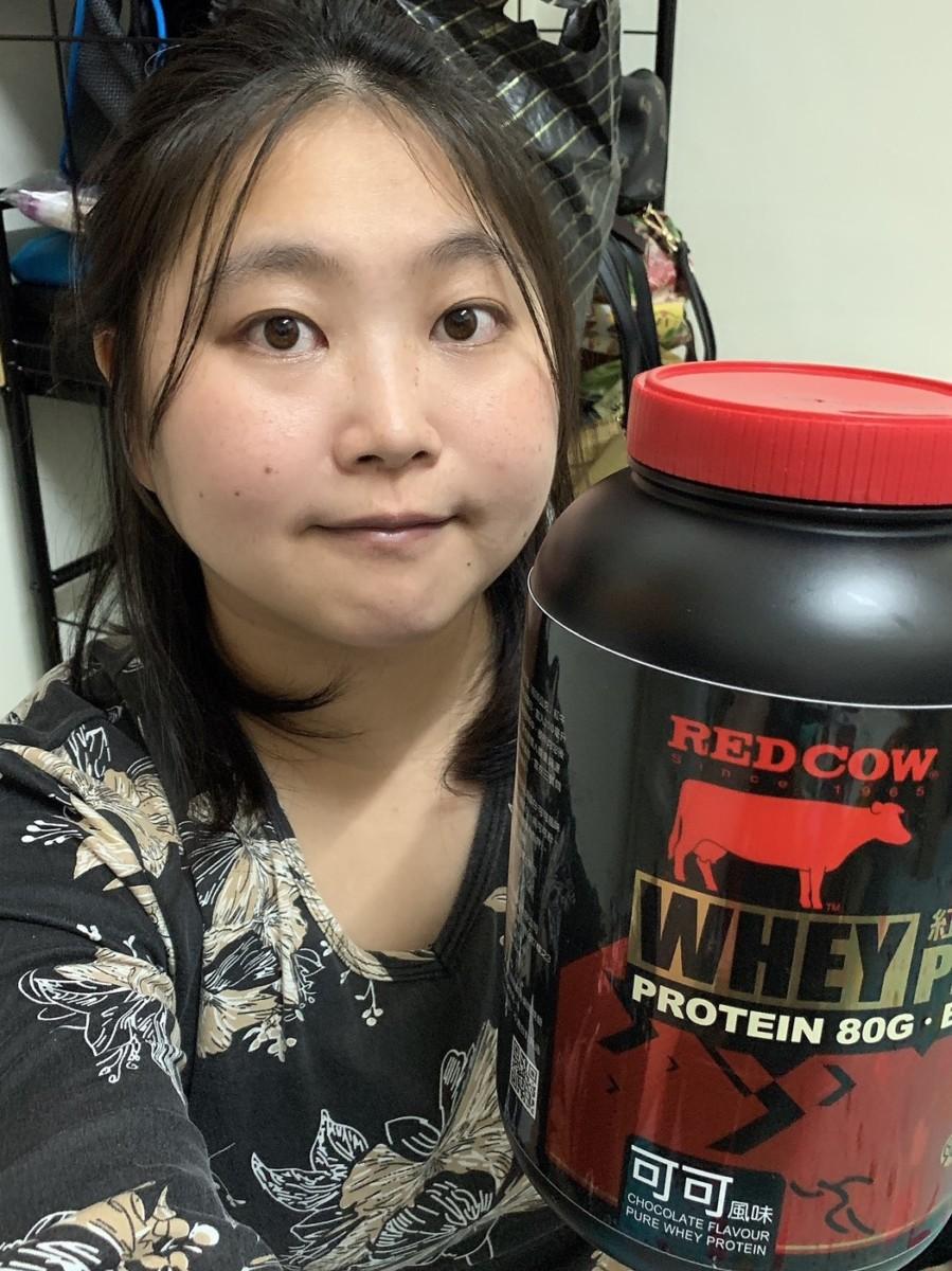 紅牛聰勁即溶乳清蛋白-香醇可可風味 三餐間或運動前後補給,增加補足感又不攝取過多熱量,感覺能長久喝下去的好味道~ 健康養身 宅配食記 攝影 民生資訊分享 飲食集錦