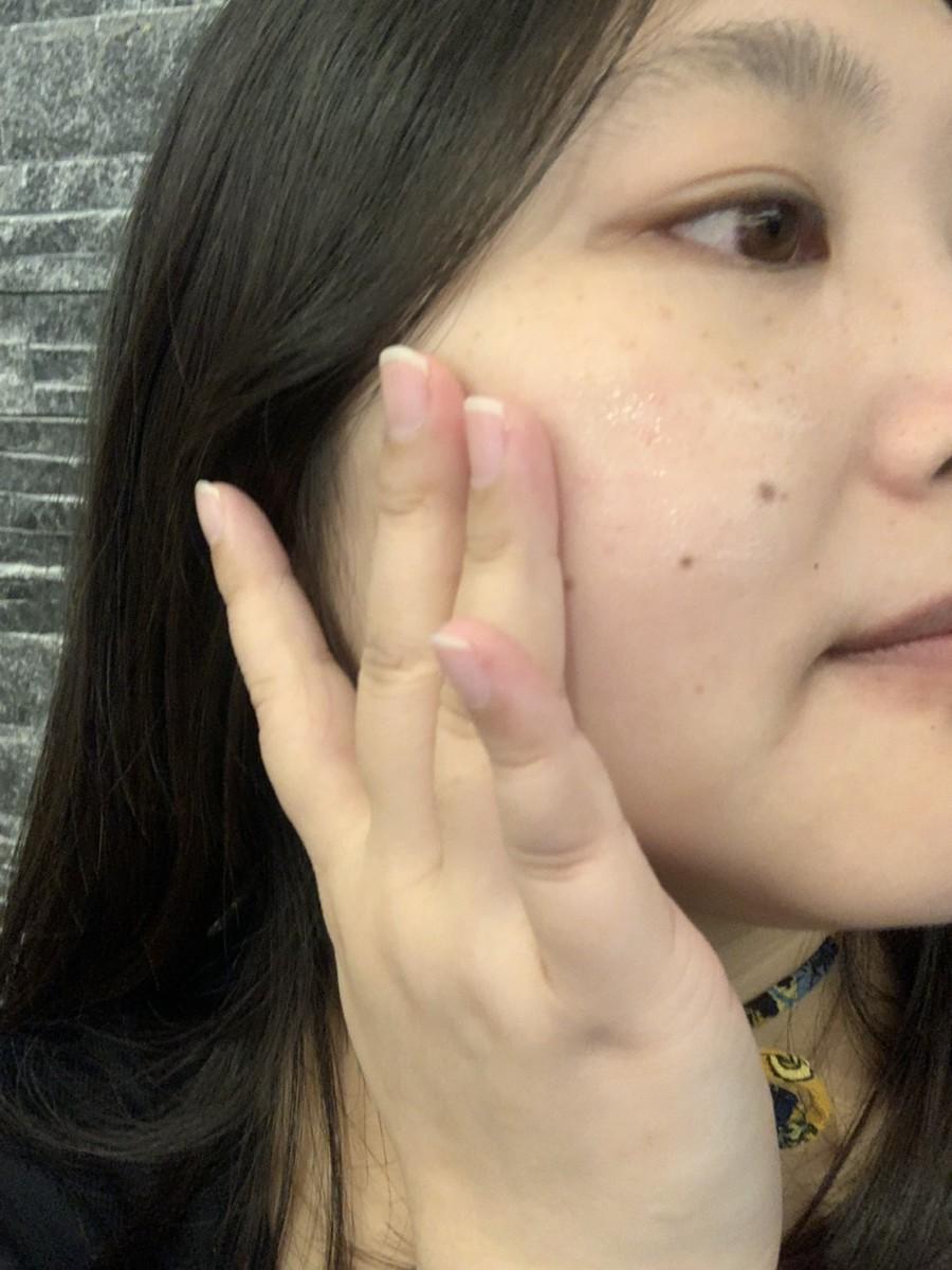 SK-II 超肌因鑽光淨白精華/genoptics aura essence-SK-II小燈泡的使用感受超好,用起來舒服不刺激,膚感很好,想全臉提亮肌膚改善暗沉兼具光透感跟抗老感的話,選它就對了!美白保養推薦/肌膚保養/白凈修復/煙醯胺/維他命B3/Niacinamide/菸鹼醯胺/衛服部認可有效美白成份/均勻膚色/淡化/嫩白/skin care/facial/lighting/essence 保養品分享 彩妝品 彩妝品分享 攝影 民生資訊分享