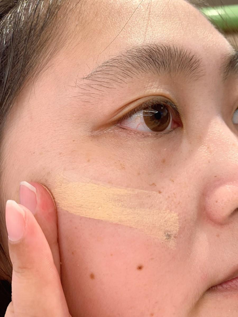 NYX Professional Makeup彩妝試色分享/nyx眼影/唇釉推薦-超持久不斷電特霧粉底液06、澎澎泡芙氣墊唇釉12、專業後台百變玩味十六色眼影盤PHOENIX、專業後台霧感定妝噴霧 彩妝品 彩妝品分享 攝影 民生資訊分享