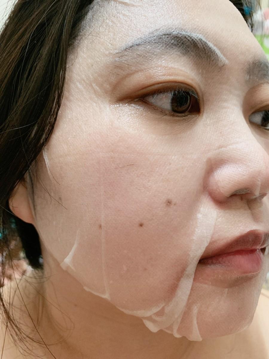 雪芙蘭彩虹蔬果酵素面膜-保濕綠 敷臉時很服貼,非常薄透不悶臉,跟臉的緊密度很好,感覺敷完後的臉特別彈嫩水潤!skincare/肌膚保養/夏天面膜保養/全膚質適用/保養要趁早/健康肌膚/美肌計畫/雪芙蘭保養/臉部保養/facial care/facial treatment/facial mask 保養品分享 健康養身 彩妝品 攝影 民生資訊分享